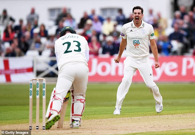 Ia dianggap sebagai pemain kriket papan atas aktif pertama di Inggris yang mengakui masalah judi