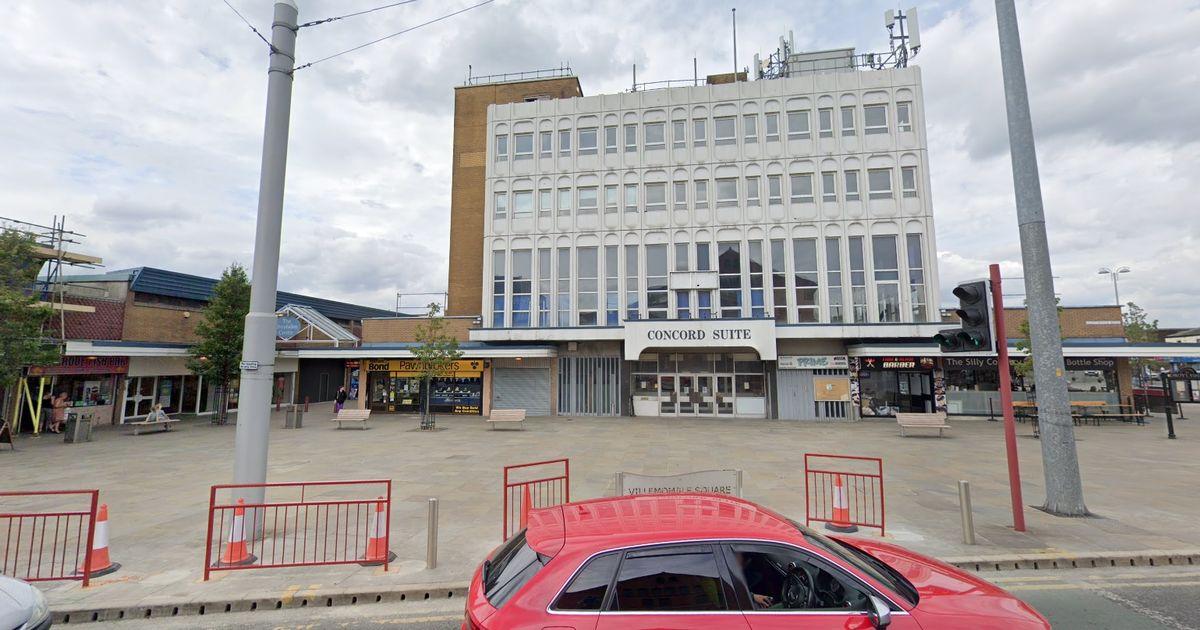 Rencana untuk membuka arena perjudian di pusat perbelanjaan Droylsden - tetapi kepala kesehatan mengatakan itu akan membahayakan anak-anak